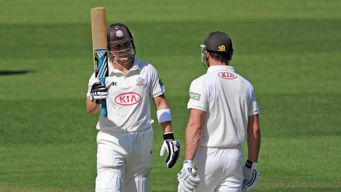 Surrey's Rory Hamilton-Brown (left)