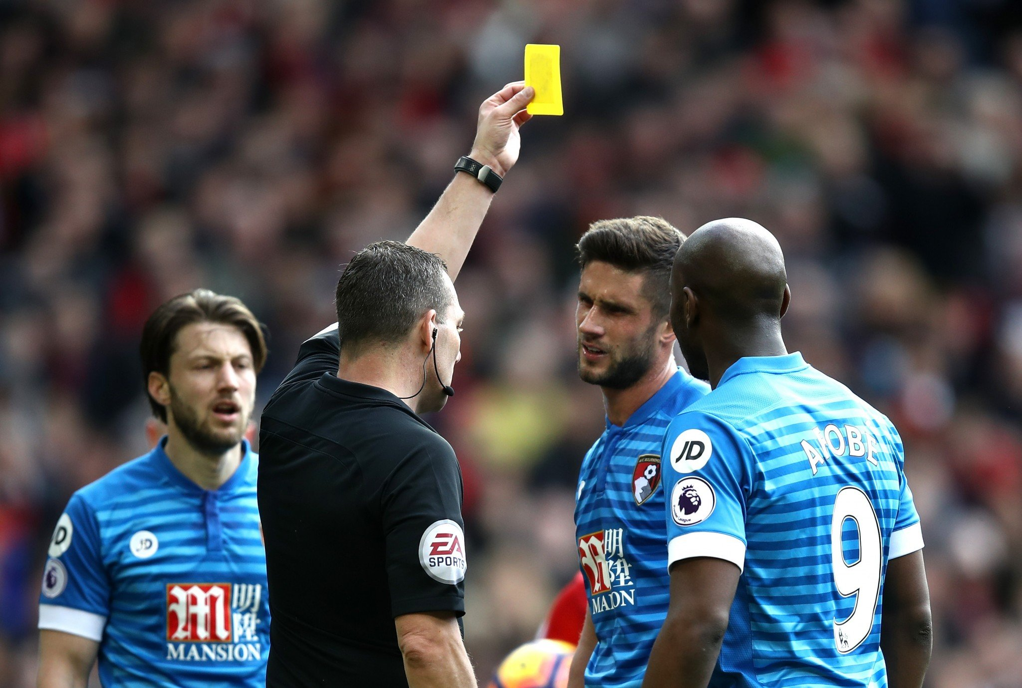 Referee Kevin Friend yellow cards Andrew Surman