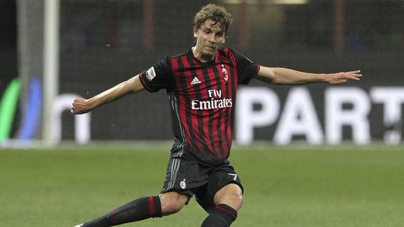 New AC Milan Hero Manuel Locatelli Aims to Emulate Club Legend