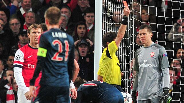Champions League - 'Stupid' rule cost Arsenal, not referee, says Platini