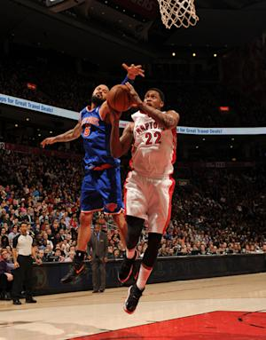 Rudy Gay scores 32, Raptors beat Knicks 100-98