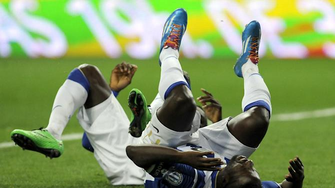 FC Porto's Silvestre Varela, front right, and Jackson Martinez, from Colombia, fall on the pitch after failing to score against Estoril in a Portuguese League soccer match at the Dragao stadium, in Porto, Portugal, Sunday, Feb. 23, 2014. Porto lost 1-0