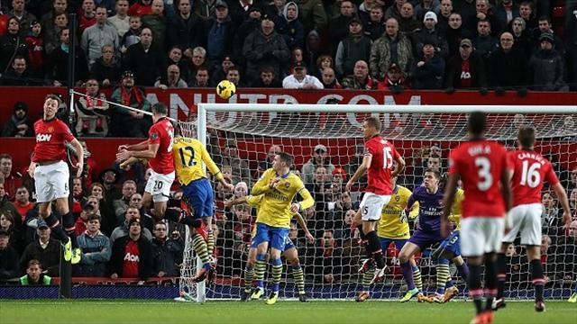 Football - Van Persie strike downs Arsenal