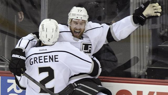 NHL - Kings rally to haunt Canucks