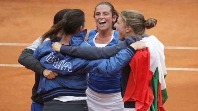 Fed Cup - Vinci sends Italy into final
