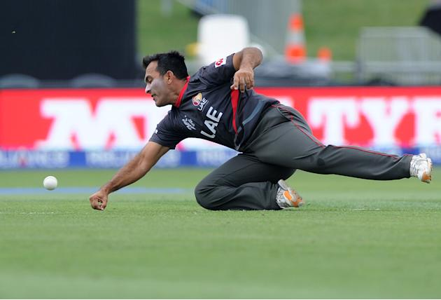 United Arab Emirates Mohamed Tauqir attempts to catch the ball while fielding during their Cricket World Cup Pool B match against Pakistan in Napier, New Zealand, Wednesday, March 4, 2015. (AP Photo R