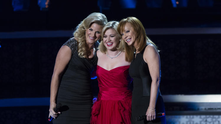 Kelly Clarkson adds new stars to Christmas special