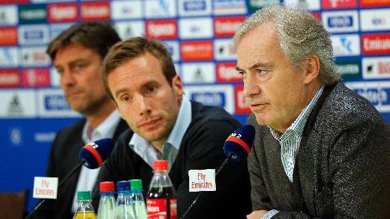 SV Hamburg chairman Carl-Edgar Jarchow, right,  the club's spokesman,  Joern Wolf , center, and  sporting director   Oliver Kreuzer , left, attend a press conference of the soccer club in Hamburg, Germany, Tuesday, Sept. 17, 2013.  Hamburger SV has fired Thorsten Fink as coach following a disappointing start to the Bundesliga. Hamburg chairman Carl Jarchow announced the club's decision on Tuesday, saying the 45-year-old Fink was informed late Monday