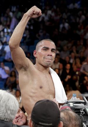 Feds: Boxing champ Molina was deported in 2006