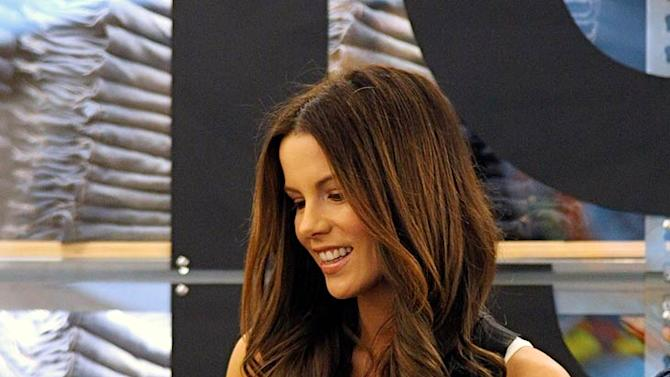 Beckinsale Kate Lilly GAP Opng
