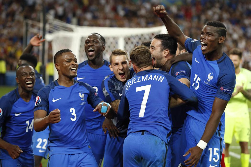 France's Paul Pogba, Patrice Evra and teammates celebrate at the end of the match
