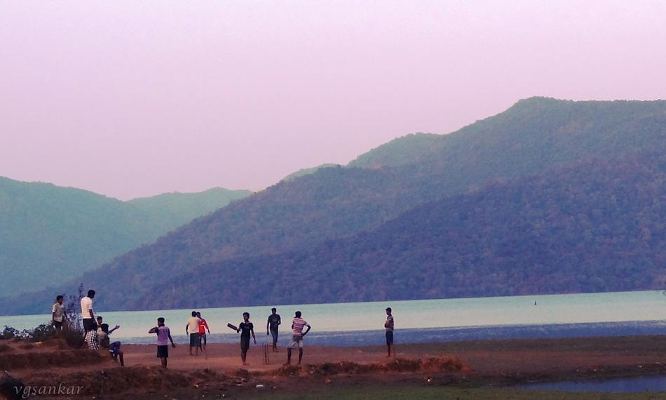 Village cricket in Kali river bed; Uttar Kannada district, Karnataka. Umpire's decision pending. By VG Sankar [SCPC5]