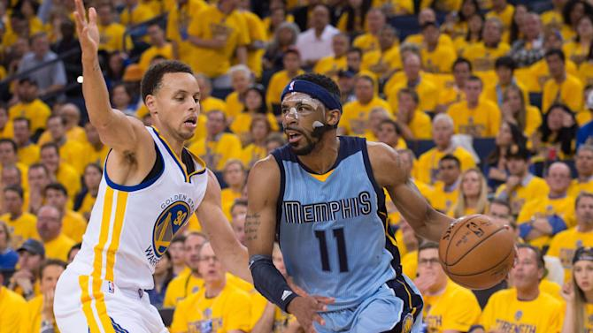 Basketball - Grizzlies maul Warriors to even series