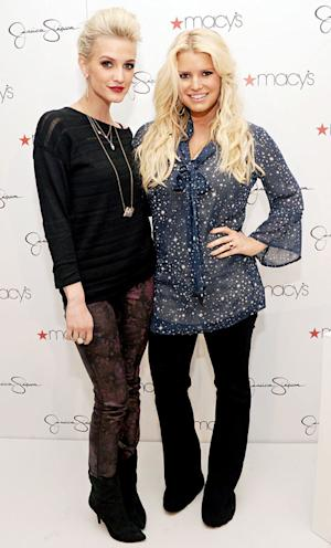 NEW PICTURE: Jessica Simpson Shows Off Super-Skinny Bod With Sister Ashlee