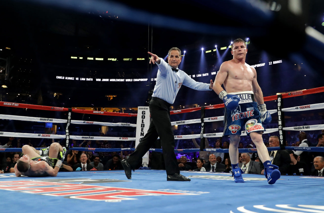 Canelo Alvarez finishes Liam Smith with body shot in Round 9