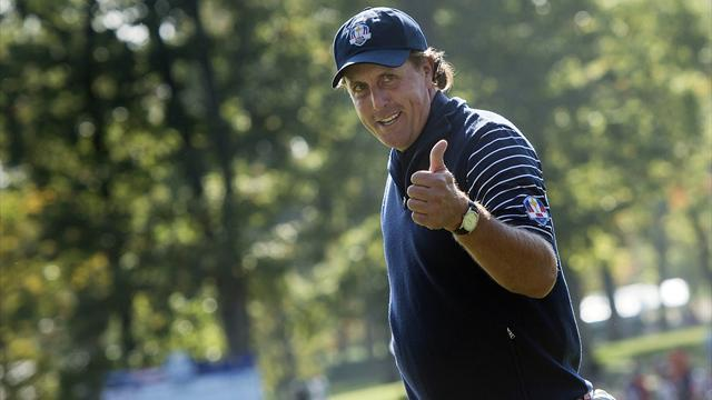 Golf - Mickelson again apologises for 'dumb' tax comments