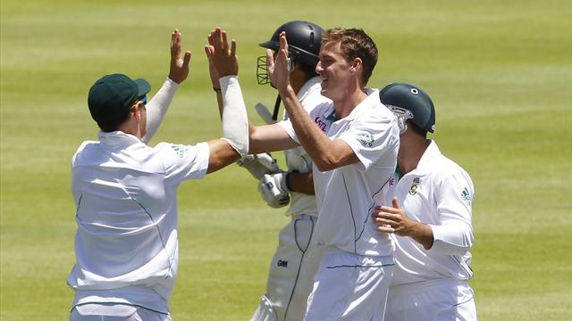 Cricket - South Africa thrash New Zealand at Newlands