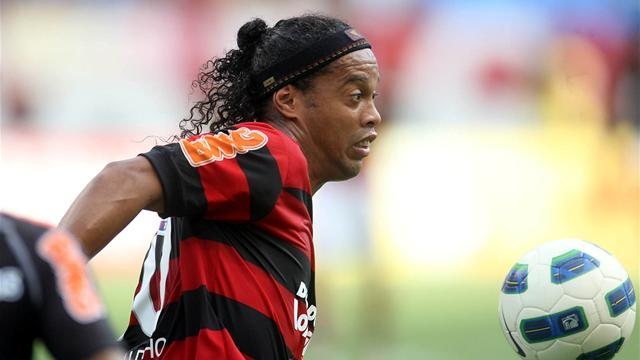 Ronaldinho signs for Atletico Mineiro