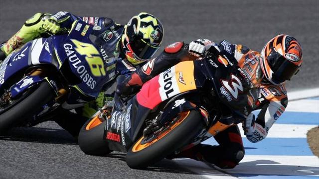 Motorcycling - Rossi pays tribute to Biaggi, backs retirement decision
