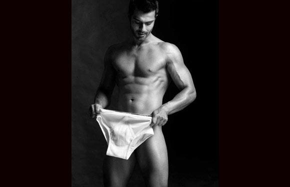 Bollywood actor Ashmit Patel poses nude in a hot photoshoot for a men's magazine. © Men's Health