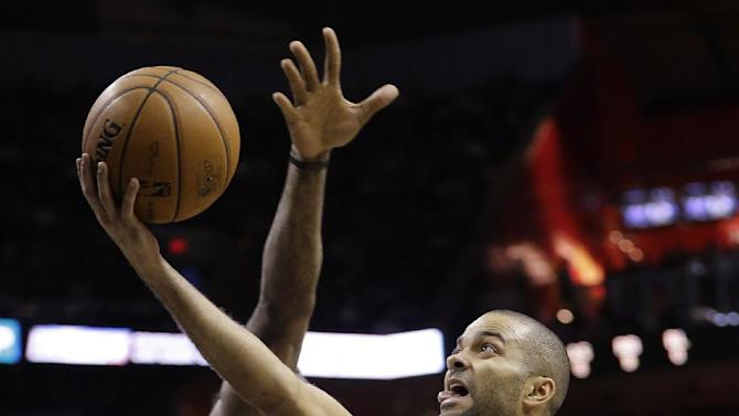 San Antonio Spurs' Tony Parker (9), of France, shoots past New York Knicks' Amare Stoudemire (1) during the first half on an NBA basketball game, Thursday, Jan. 2, 2014, in San Antonio