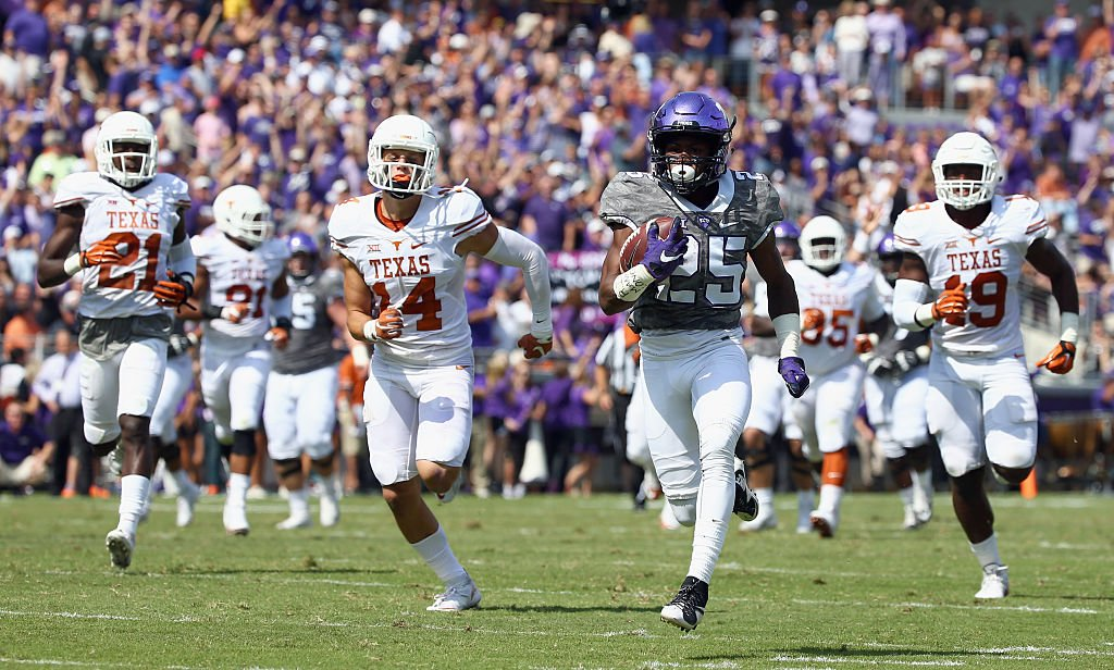 KaVontae Turpin of the TCU Horned Frogs carries the ball for a touchdown