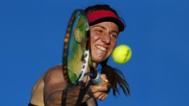 Tennis - Barthel sends Vinci crashing out in Paris