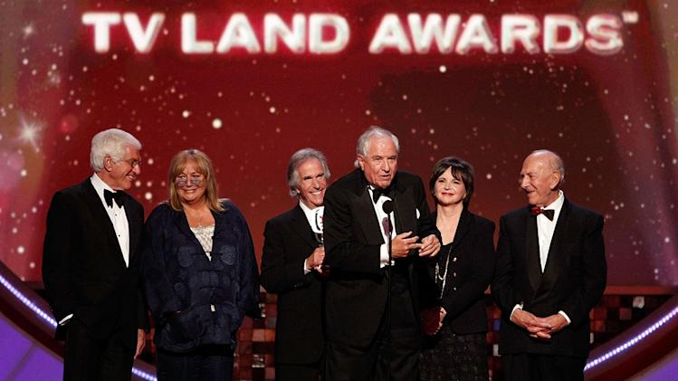 "Dick Van Dyke, Penny Marshall, Henry Winkler, Garry Marshall, Cindy Williams, and Jack Klugman gather onstage during the 6th Annual ""TV Land Awards."""