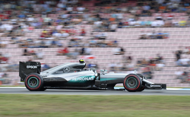 Formula One - Rosberg tops final practice from Hamilton