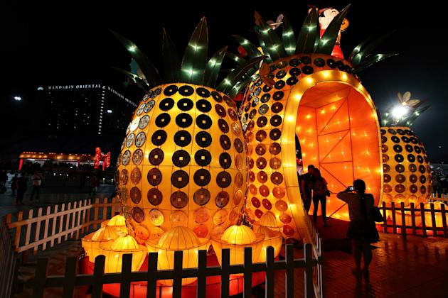 Singapore Celebrates River Hongbao Festival