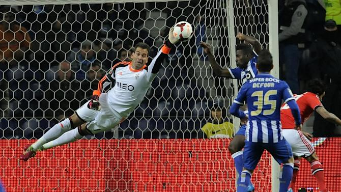 FC Porto's Silvestre Varela, back right, fails to score past Benfica's goalkeeper Artur Moraes, from Brazil, in a Portugal Cup Semi-final, first leg soccer match at the Dragao stadium in Porto, Portugal, Wednesday, March 26, 2014