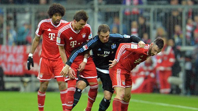 Bayern's Mario Mandzukic of Croatia, left, Hamburg's Pierre-Michel Lasogga, center, and Bayern's Diego Contento challenge for the ball   during  the German first division Bundesliga soccer match between FC Bayern Munich and Hamburger SV  in Munich, Germany, Saturday, Dec. 14, 2013