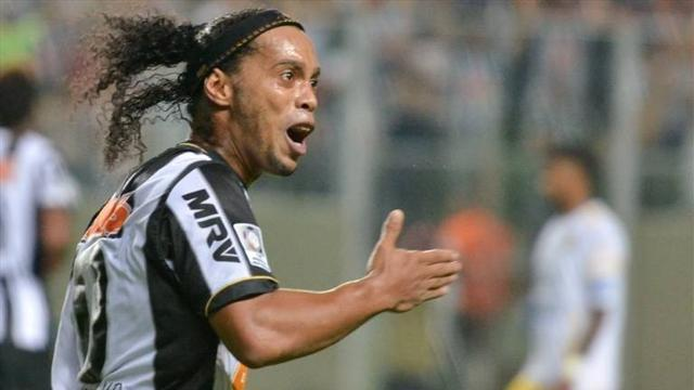 South American Football - Ronaldinho's Atletico Mineiro reach Libertadores knockout phase