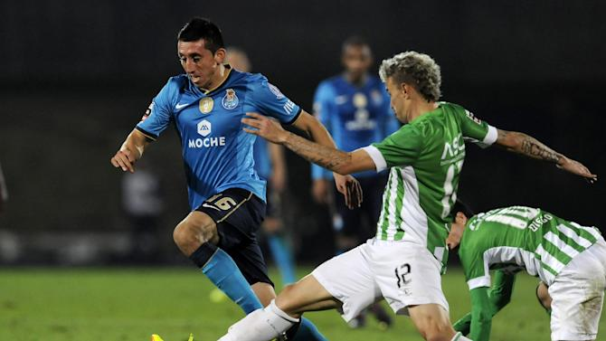 FC Porto's Hector Herrera, from Mexico, drives the ball past Rio Ave's Lionn Lucena, from Brazil, in a Portuguese League soccer match, in Vila do Conde, northern Portugal, Sunday, Dec. 15, 2013. Porto won 3-1