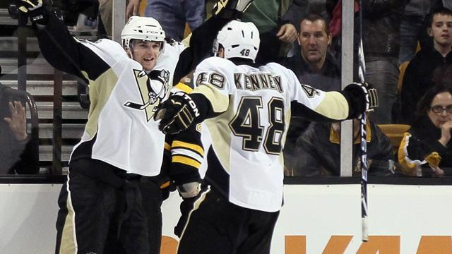 Ice Hockey - Penguins rally to 12th consecutive victory