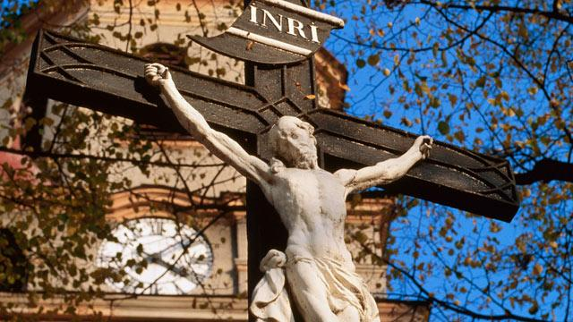 Man Sues Church After 600-Pound Cross Crushes Leg