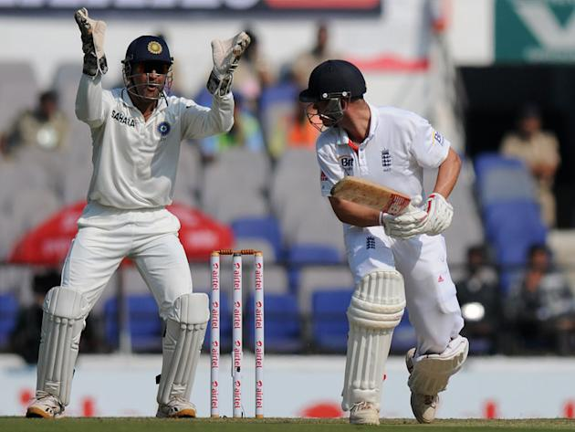 India captain MS Dhoni appeals for the wicket of Jonathan Trott on Day 1 of the fourth cricket Test match between India and England at the Jamtha Stadium in Nagpur, December 13, 2012. (BCCI)