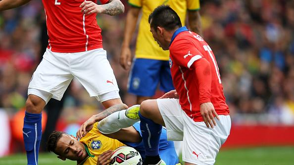 Neymar: Medel's tackle on me wasn't football, it should be called UFC