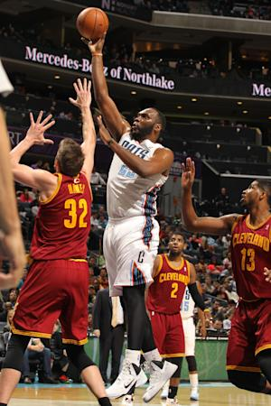 Jefferson, Walker lead Bobcats past Cavs 101-92