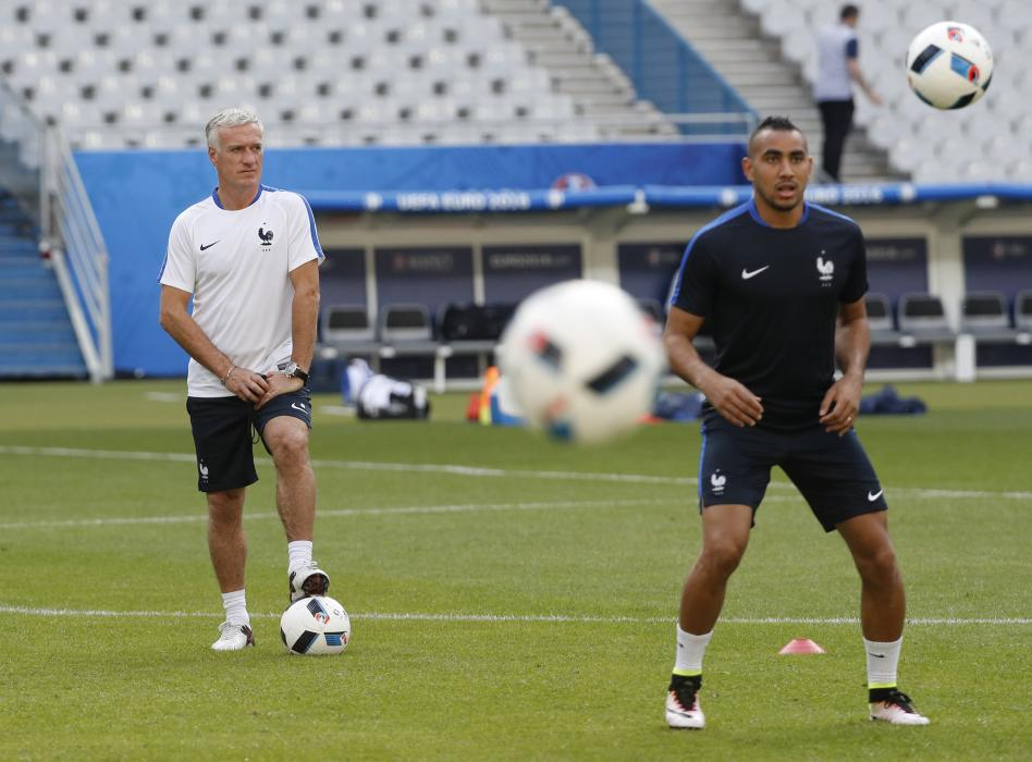France head coach Didier Deschamps and Dimitri Payet (R) during training
