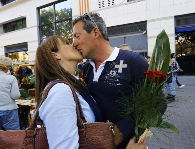 Sonia and German kiss after she received her rose during Sant Jordi's day in Barcelona