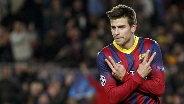Liga - Pique extends Barcelona contract