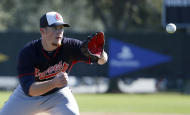 Atlanta Braves pitcher Craig Kimbrel fields a ball during a spring training baseball workout, Sunday, Feb. 16, 2014, in Kissimmee, Fla. The Braves agreed to terms with Kimbrel on a four-year contract. (AP Photo/Alex Brandon)