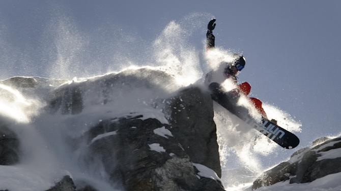 Matt Annetts of the US competes in the Bec de Rosses mountain during the Xtreme Freeride World Tour final on March 24, 2010 above the Swiss Alps resort of Verbier.  AFP PHOTO / FABRICE COFFRINI (Photo credit should read FABRICE COFFRINI/AFP/Getty Images)