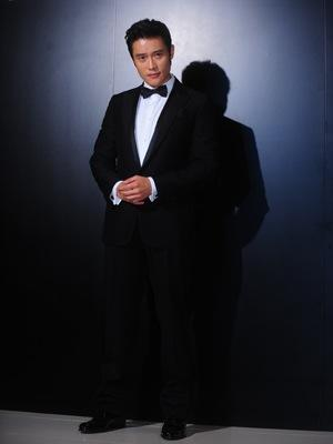 Lee Byung-hun Honored by Fellow Korean Actors