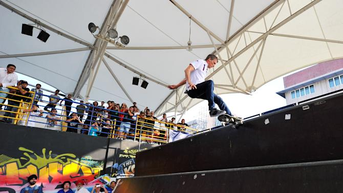 LWSA - Tony Hawk At Urban Skateboard Park
