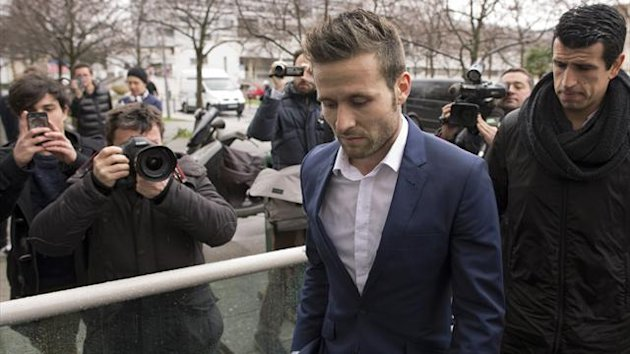 Yohan Cabaye at his medical for PSG (AFP)