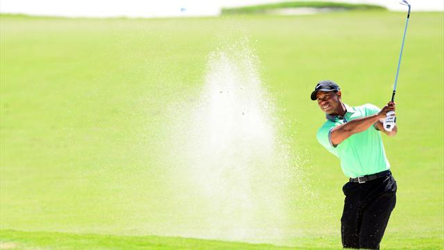 Golf - Woods roars into contention at WGC-Cadillac, Reed leads