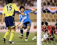 Midfielder Zhu Ting (C) of Chinese club Dalian Shide FC scores against Japanese club JEF United Chiba during their match of the A3 Champions Cup in Tokyo on August 5, 2006. China's most successful football club has been plunged into financial limbo after sporting authorities blocked a merger with their city rivals, state media reported Wednesday