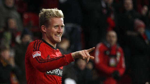 Premier League - Schurrle completes Chelsea switch